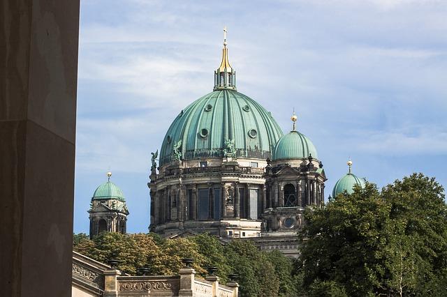 Lustgarten mit Blick auf den Berliner Dom