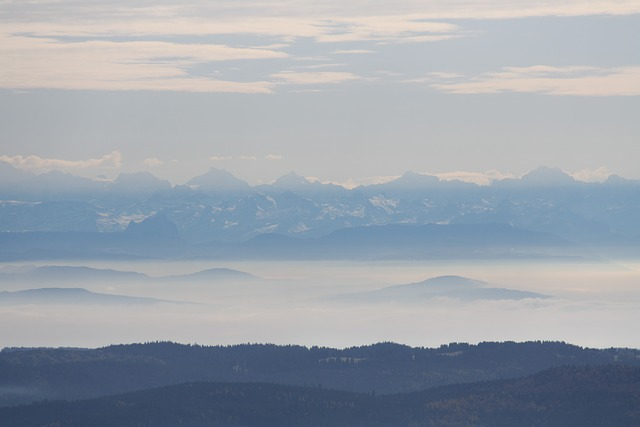Blick vom Feldberg über den Wolken