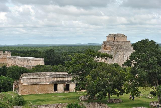Blick über die Tempel von Chichén Itzá