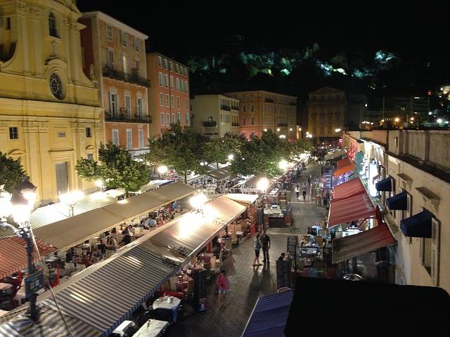 Die Altstadt von Nizza abends