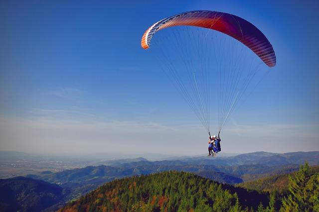Paragliding über dem Schwarzwald