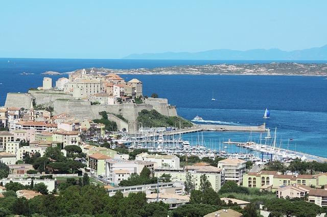 Altstadt und Yachthafen von Calvi