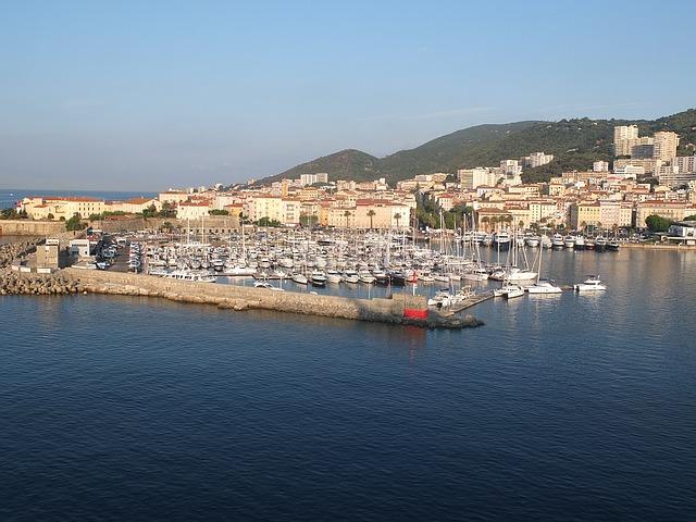 Ajaccio Hafen und Stadt